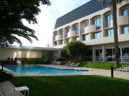 Garden Court Nelson Mandela Boulevard: la piscine