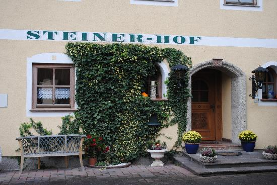 Steinerhof: Entrance