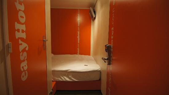 easyHotel London South Kensington: habitacion pequeña sin ventana