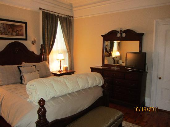 Inn On Carleton: Room #2