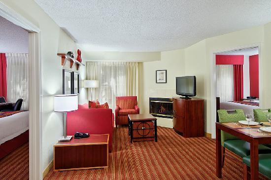 Residence Inn Sarasota Bradenton: Two Bedroom Suite Living Area