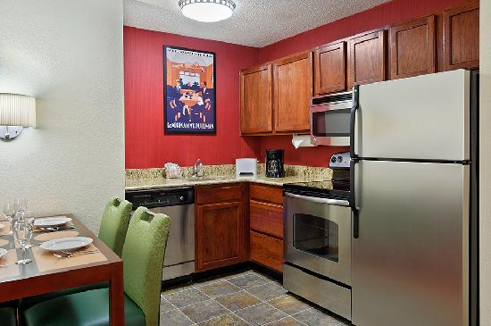 Residence Inn Sarasota Bradenton: Suite Kitchen
