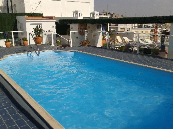 Hotel Becquer: Piscina y Solarium