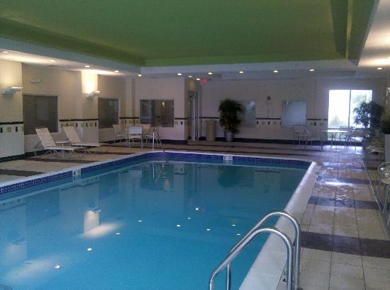 Fairfield Inn & Suites Hartford Airport: Great Indoor Pool