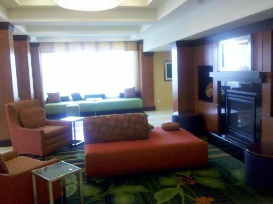 Fairfield Inn & Suites Hartford Airport: Lobby