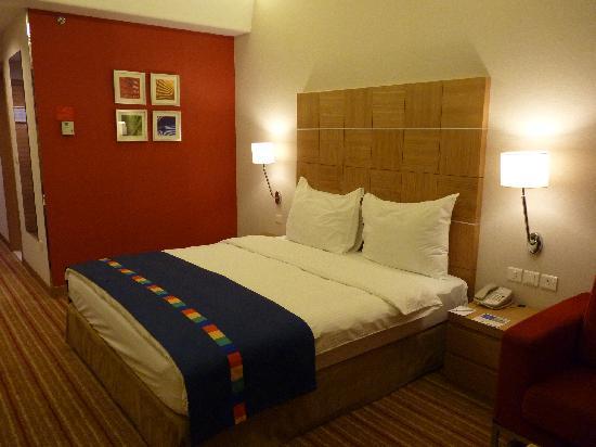 Park Inn by Radisson Muscat: Blick ins Zimmer