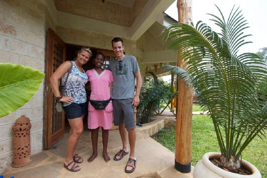 Kitu Kidogo Cottages: Us with Edith, saying goodbye on our last morning