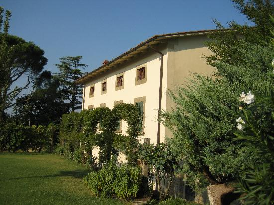 Relais Villa Belpoggio: back of the villa