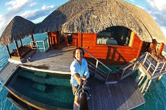 Four Seasons Resort Bora Bora: Check the infinity pool - Over Water!
