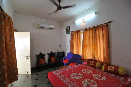 Udai Haveli Guest House : Room