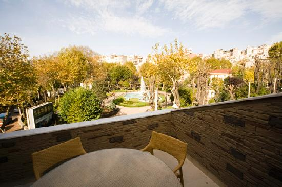 Sultanahmet Suites: Superior  Suite  view from  balcony