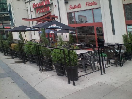 Boston Pizza : excellent patio