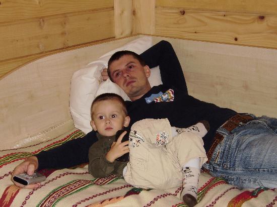 Yaremche, Ukraine: Это муж с сыном в номере