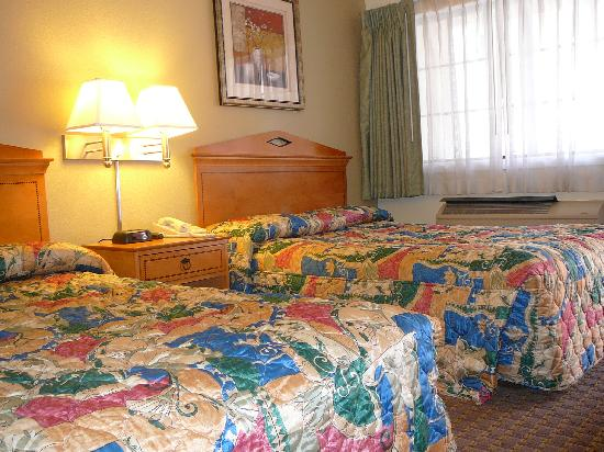 Bay Bridge Inn: 2 Double bedroom