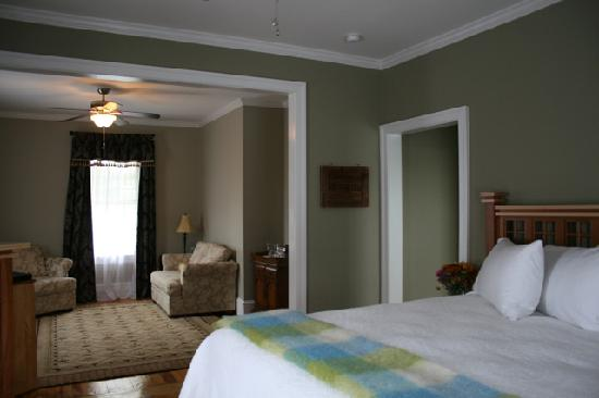 Boston Harbor Suite, Fig Street Inn, Cape Charles, VA
