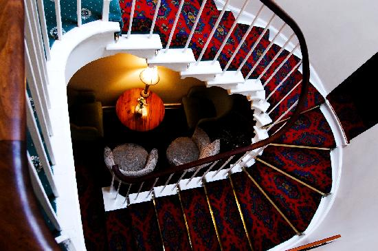 Aynsome Manor Hotel: The gorgeous staircase