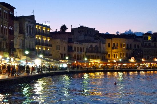 Lofos Village: Chania harbour in the evening