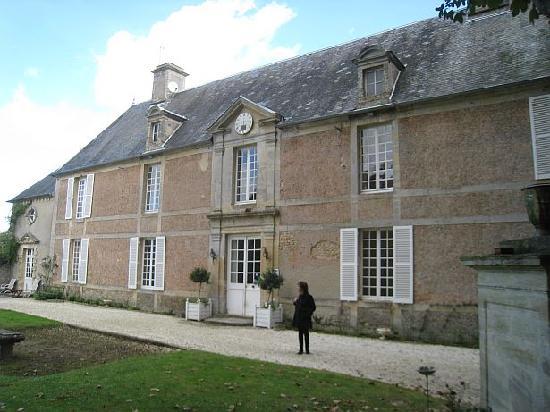 Le Manoir de Crepon : Outside Le Manoir
