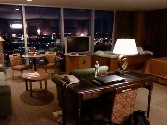 Seneca Niagara Resort & Casino: a corner king suite