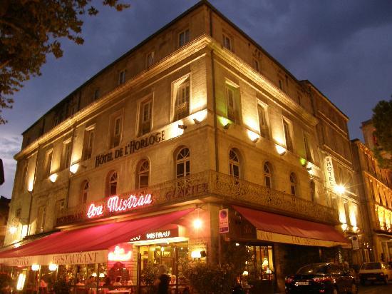 Hotel de l 39 horloge at night on the place de l 39 horloge for Boutique hotel avignon