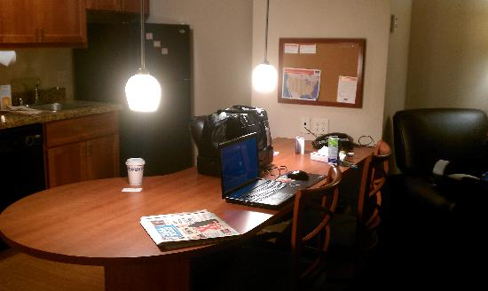 Candlewood Suites Santa Maria: Work Desk