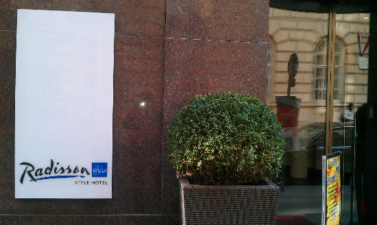 Radisson Blu Style Hotel, Vienna: Sign
