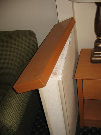 Quality Inn & Suites: damaged shelf in room