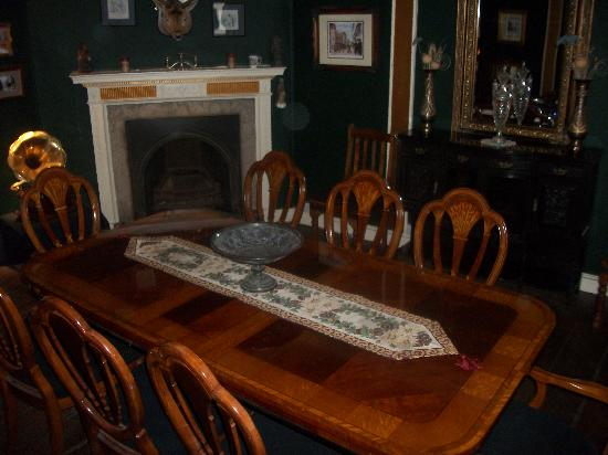 Beautiful windows picture of haunted 35 stonegate york for Haunted dining room ideas