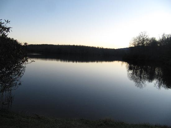 Super 8 Boone: Last photo fo the day on the Parkway...Julian Price Lake.