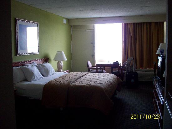 Comfort Inn South Oceanfront: King Bedded Ocean Front Room