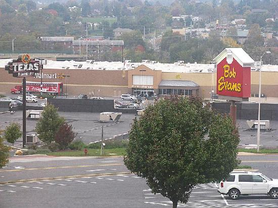 Sleep Inn & Suites Harrisonburg : You could see Bob Evans, Texas Roadhouse, and Wal-Mart from our window. You could easily walk th