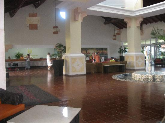 Sol Cayo Guillermo: Lobby