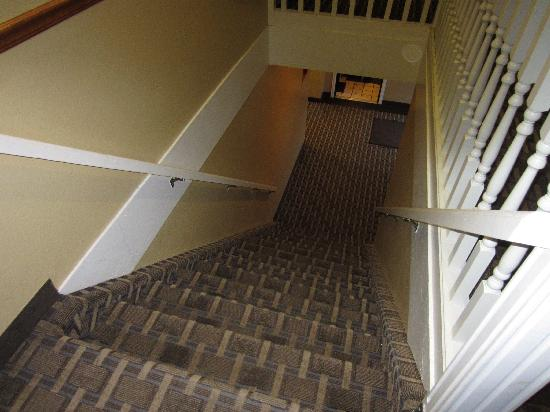 BEST WESTERN Natchitoches Inn: Have fun lugging your suitcases up these stairs!