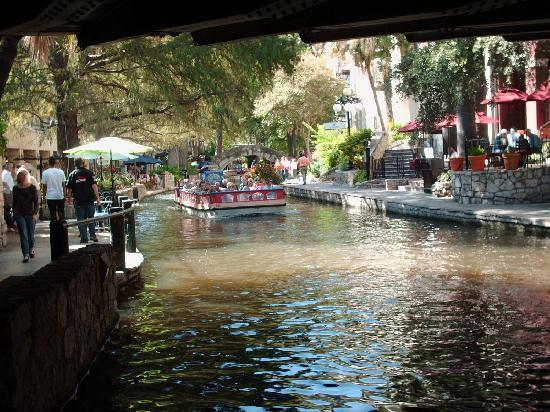 Hotel Indigo San Antonio At The Alamo: A few minutes away