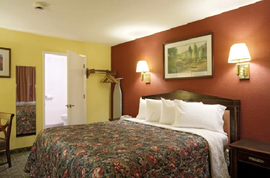 Americas Best Value Inn & Suites - Wine Country: Jacuzzi Suites
