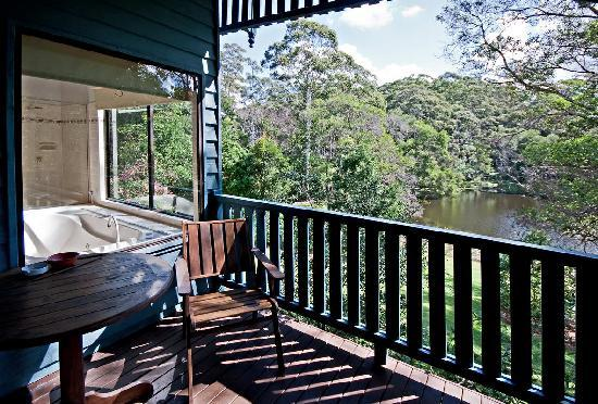 Montville Country Cabins: Private verandahs are a feature of all cabins