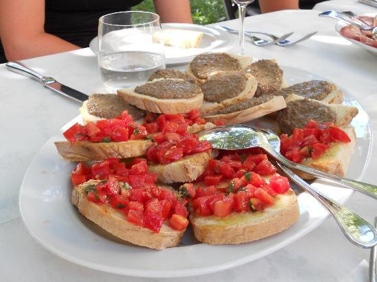 Tuscan Wine Tour by Italy and Wine: Lunchtime appetizer