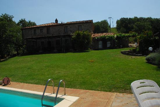 Agriturismo Aiole: vista dalla piscina