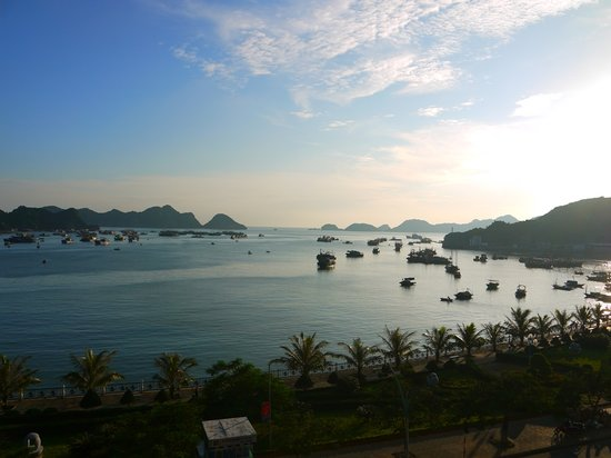 Duc Tuan Hotel: Sea view
