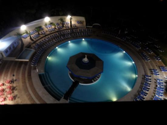 Pestana Delfim Hotel: pool view at night