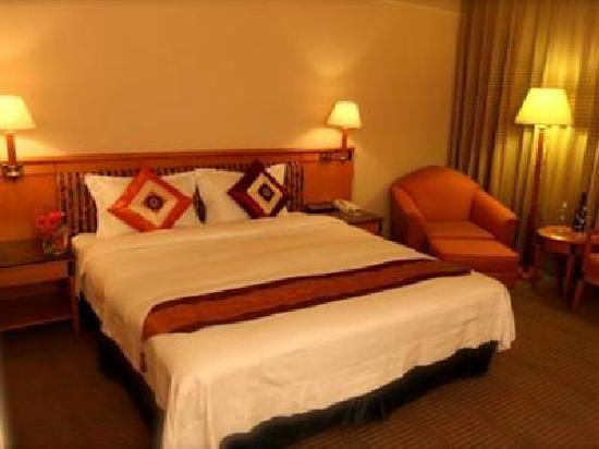 Carlton Hotel - Beida Branch: the room