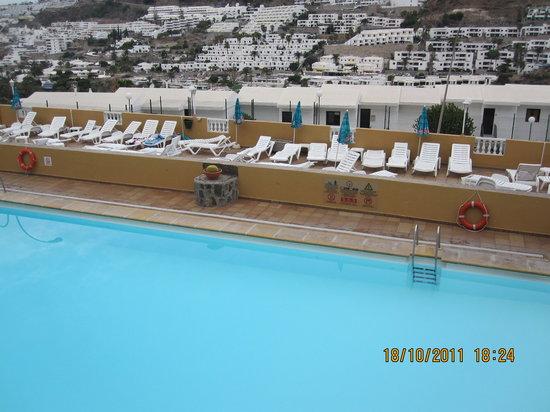 Apartamentos Castillo de Sol: Pool area