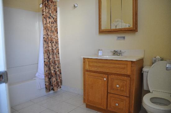 Pismo Beach Hotel: Bathroom
