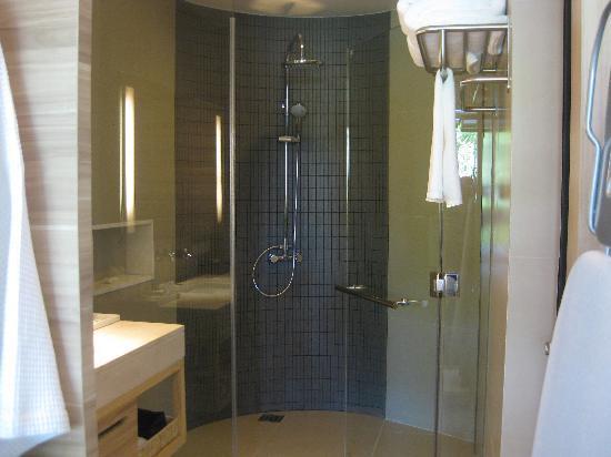 Holiday Inn Phuket Mai Khao Beach Resort : Bathroom