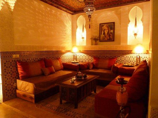 Riad Viva: Patio with lounge