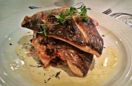Twentynine : Grilled Sea Bream with sauté potato, wilted spinach and basil sauce