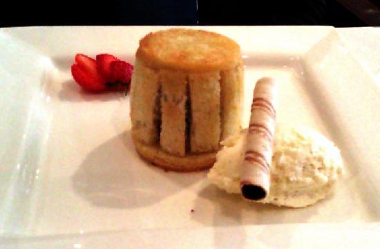 Twentynine : Apple charlotte with vanilla seed ice cream