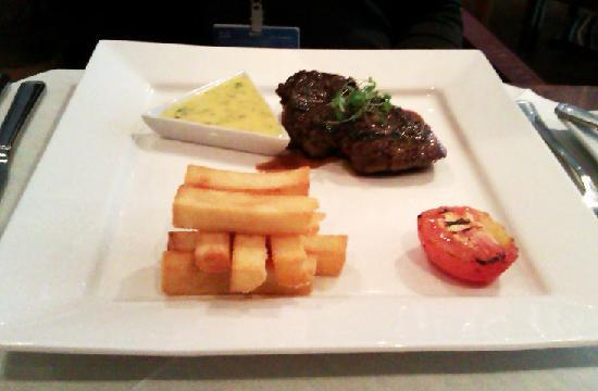 Twentynine : 8oz Rib Eye Steak with grilled tomato, hand cut chips