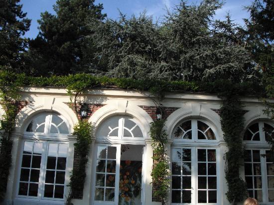 L'Orangerie White-Palacio: The outside of the L'Orangerie