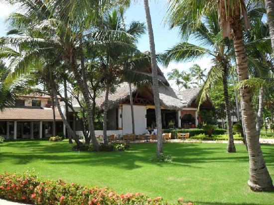 โรงแรมวิค อารีนา บลังกา: Hotel Reception & Gardens